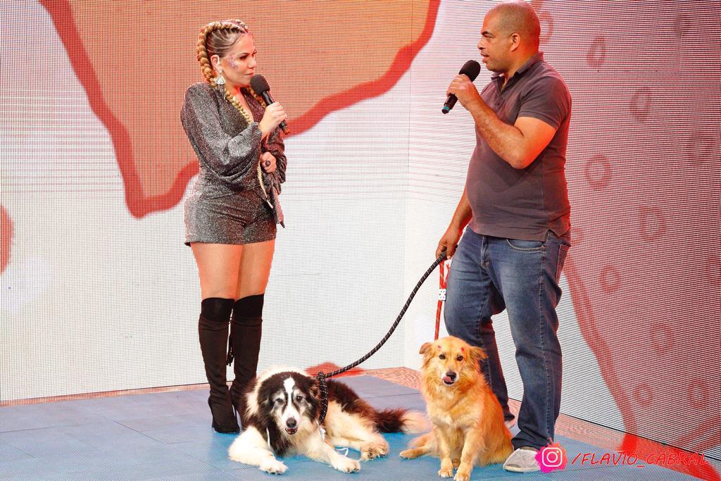 Flavinha Cheirosa e o adestrador André Rosa